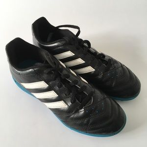 Adidas boys indoor turf soccer shoes, size 5